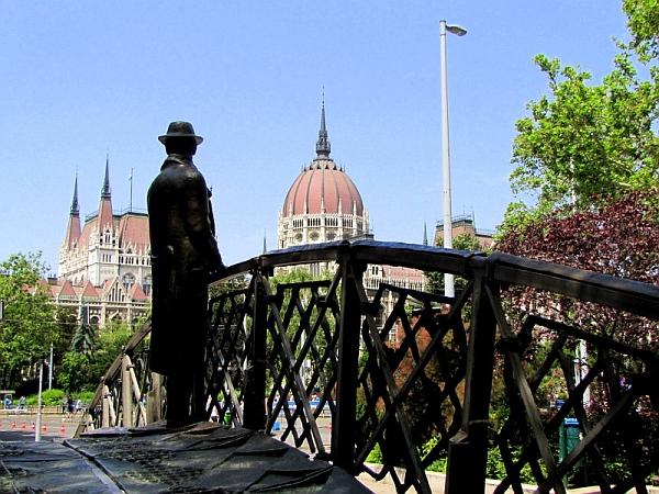 Imre Nagy statue